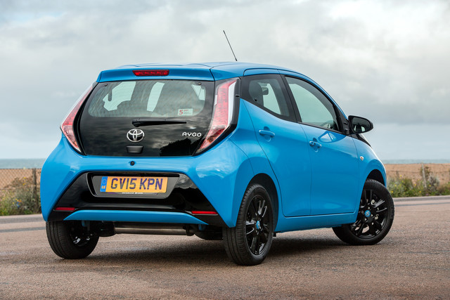 toyota aygo 1 0 litre x cite hatchback review car keys. Black Bedroom Furniture Sets. Home Design Ideas