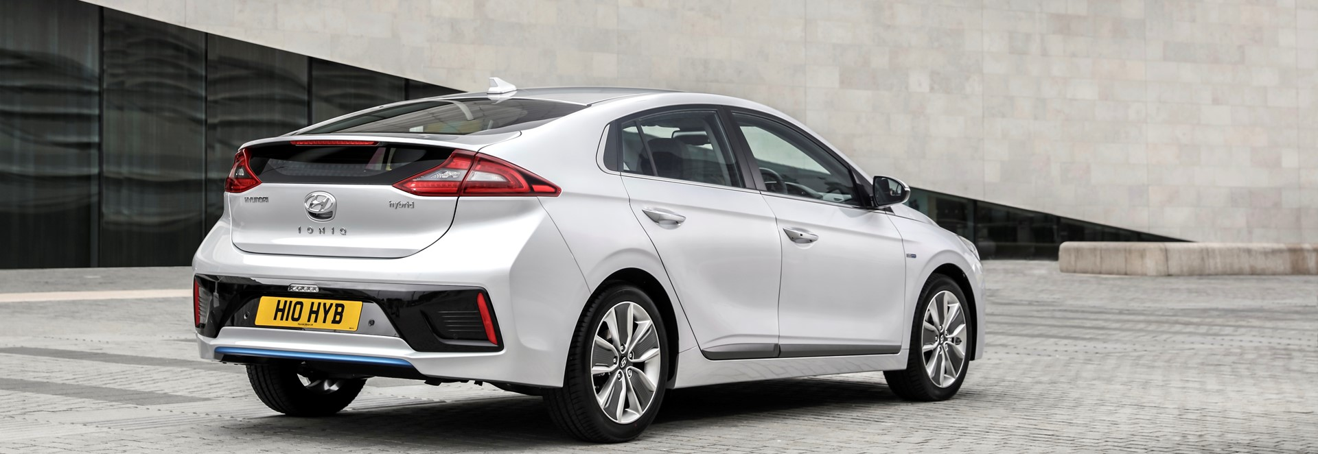 hyundai ioniq hybrid premium se hatchback review car keys. Black Bedroom Furniture Sets. Home Design Ideas