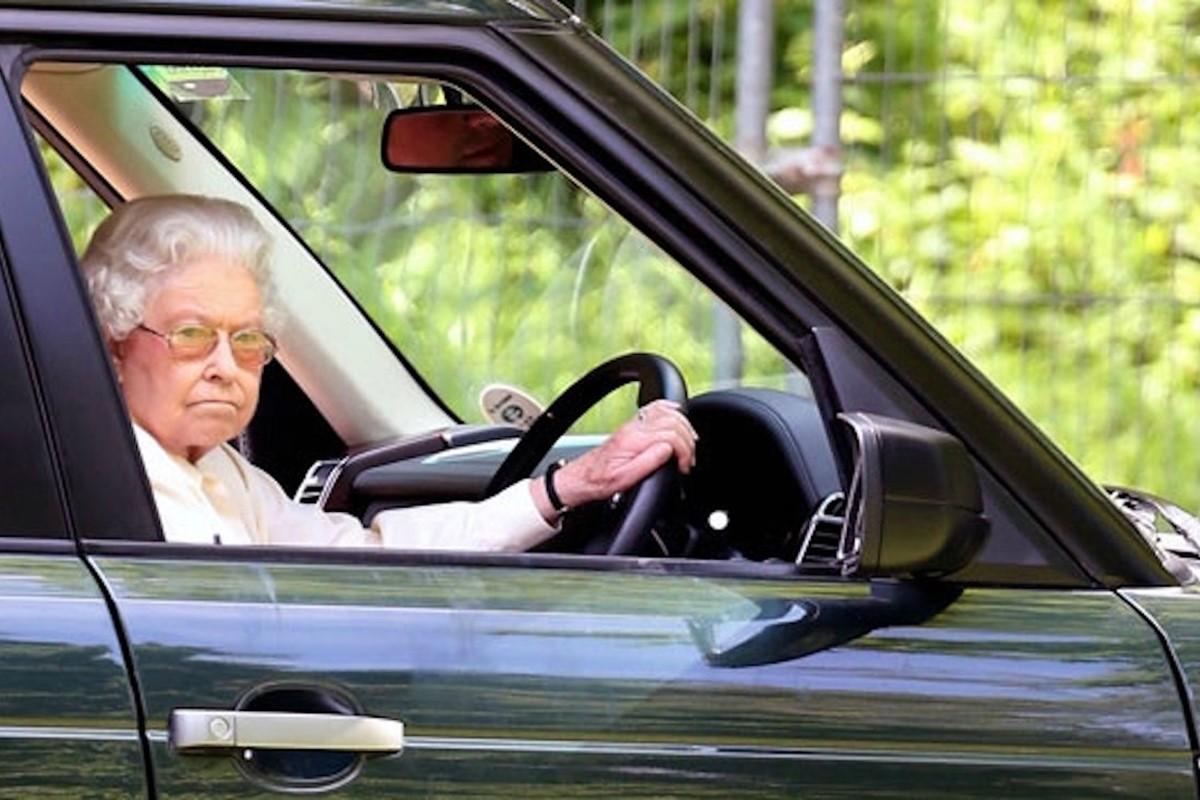 32c8d9b680d9a6 The Queen s Cars  What car does Her Majesty drive  - Car Keys