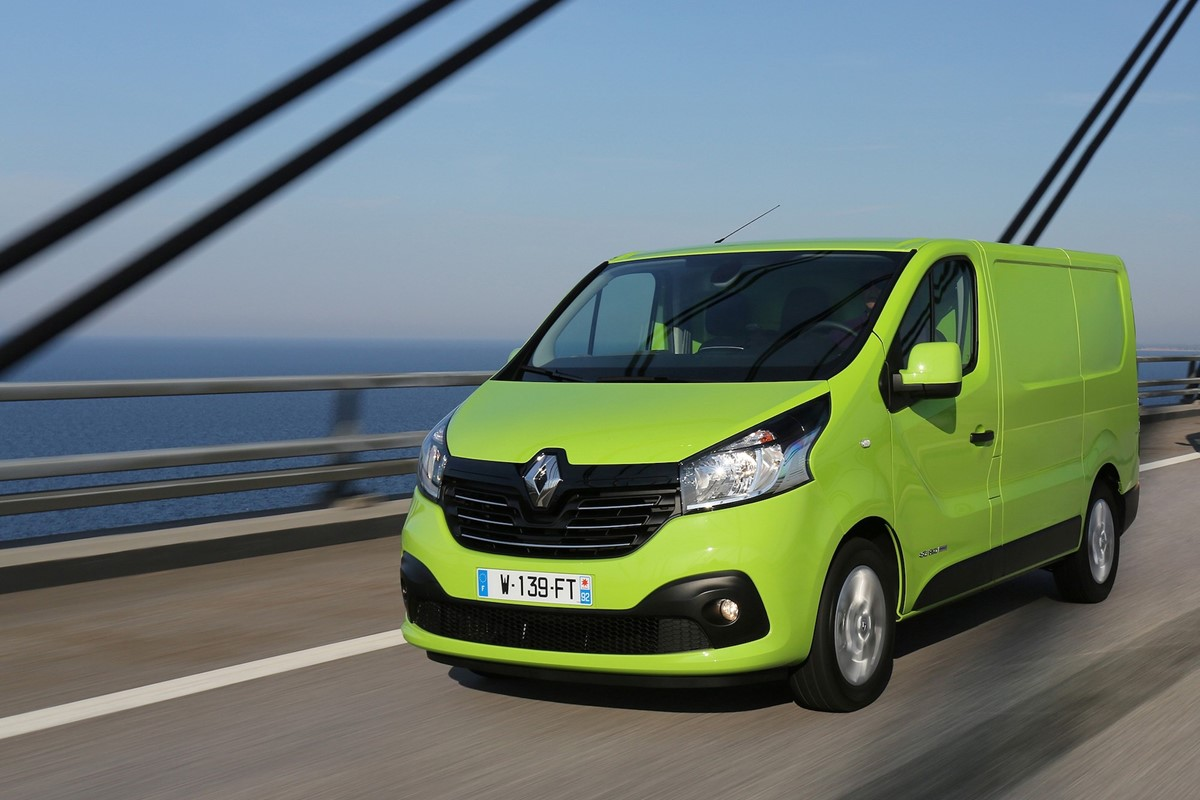 renault trafic panel van review car keys. Black Bedroom Furniture Sets. Home Design Ideas