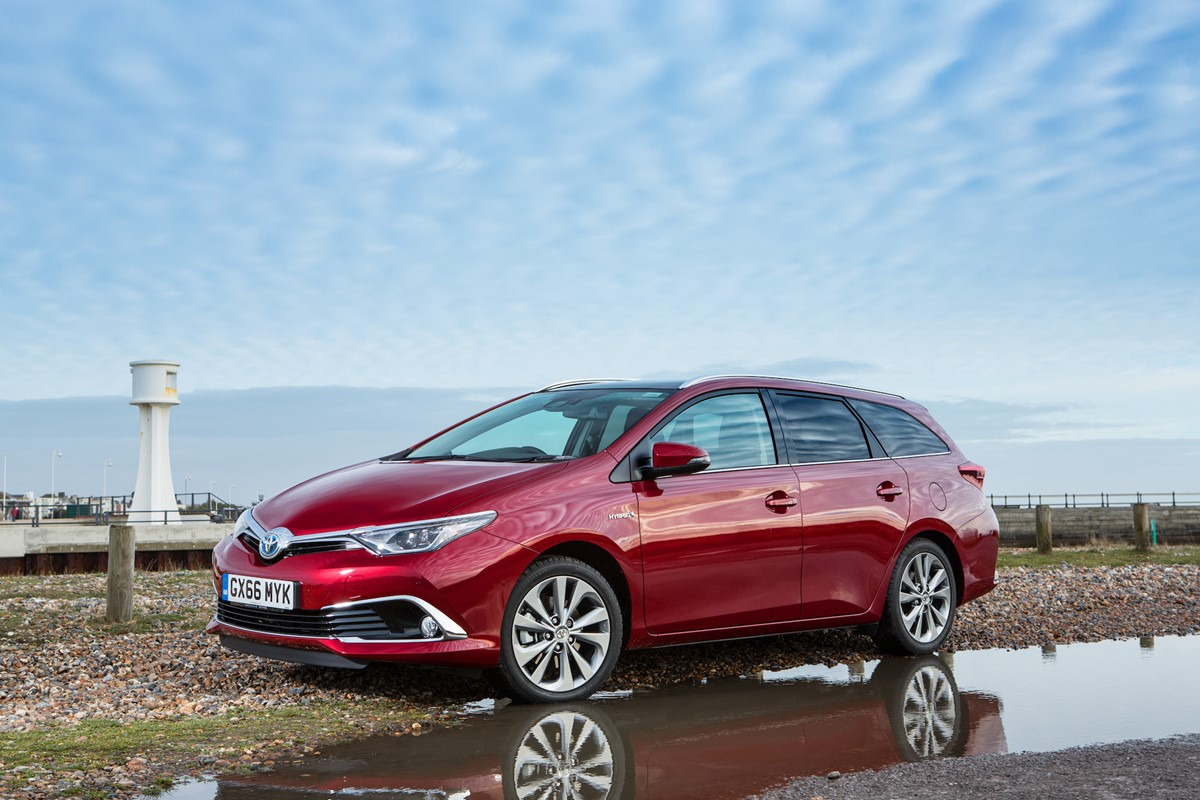 toyota auris hybrid touring sports review car keys. Black Bedroom Furniture Sets. Home Design Ideas